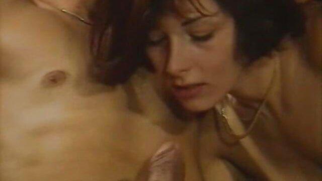 Dessin porno gratuit tv animé porno dans lequel une lesbienne a sa petite amie