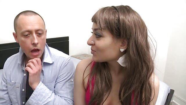 Anya, filme x arabe 18 ans, a développé son cul et l'a baisé pour la première fois